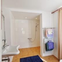 La salle de bain (accès handicapé)
